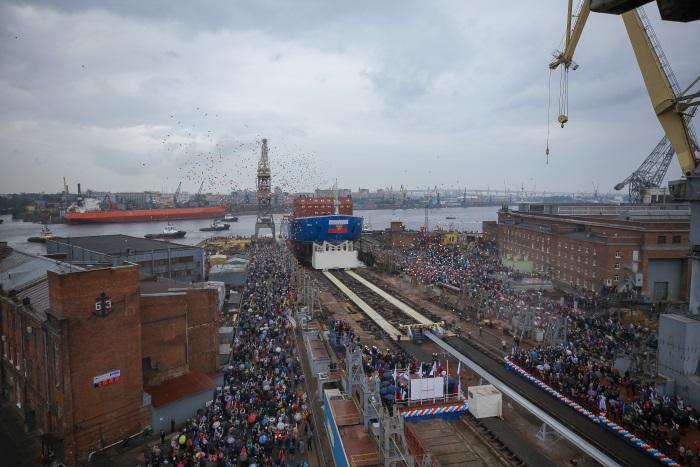 Атомный ледокол «Урал» спущен на воду в Санкт-Петербурге